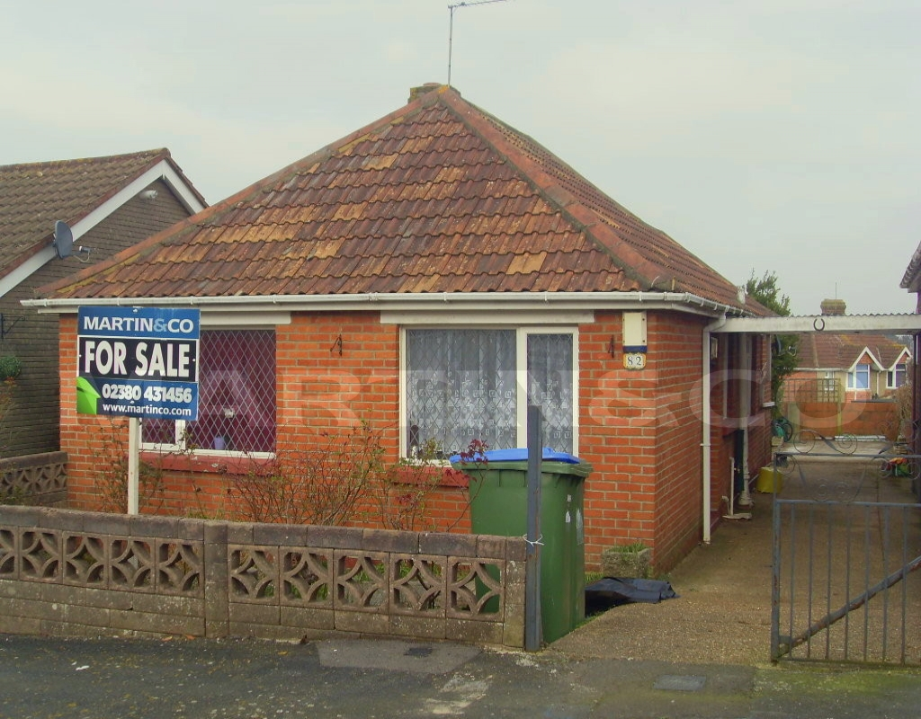 Martin and Co are delighted to bring to market this TWO BEDROOM DETACHED BUNGALOW in Midanbury, available for purchase as an investment opportunity.